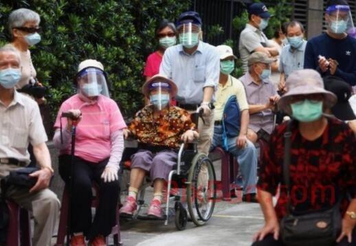 """台灣疫情:從""""乏人問津""""到""""稀缺搶手""""的""""疫苗之亂"""""""