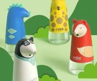 洗手台上的創意洗手液瓶,伸手自動吐泡沫